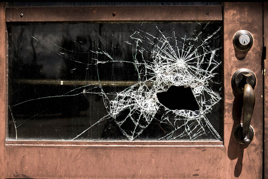 razbito okno