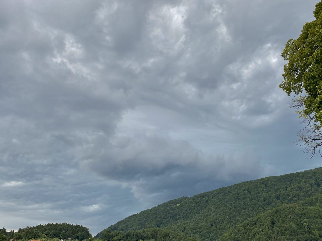Oblaki nevihta
